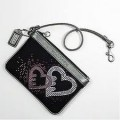 กระเป๋า COACH POPPY SEQUIN HEART BLACK WRISTLET 44856