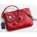 กระเป๋า COACH PATENT RED FLOWER WRISTLET 44905