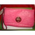 กระเป๋าคล้องมือ KATE SPADE BEXLEY EMBOSSED OSTRICH WRISTLET-ROSE