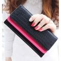 รหัส t951 กระเป๋าสตางค์แฟชั่น พร้อมส่ง สีดำลายหนังงู ด้านในชมพูสวย