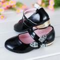 รองเท้าเด็กโต :รองเท้าคัชชูส้นเตี้ยหนังแก้วสีดำ สายคาดติดโบว์แต่งเพชรวิบวับ SH-5710437