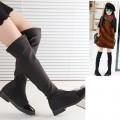 รองเท้าเด็กโต : รองเท้าบู๊ทสีดำแบบยาวคลุมเข่าหรือจะใส่แบบพับใต้เข่าก็เก๋ ทำจากวัสดุอย่างดียืดหยุ่น