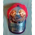 หมวกแก๊ป Frozen Princess เจ้าหญิง หิมะ ด้านหลังเป็นเมจิกเทป ปรับได้ 1-2 นิ้วค่ะ