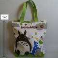 กระเป๋าถือ (ผ้า) ลาย โตโตโร่ (Totoro) ขนาด 11x8.5 นิ้ว ปากกระเป๋ามีซิป ค่ะ