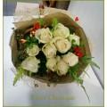 ช่อดอกกุหลาบสีขาว (roses bouquet)