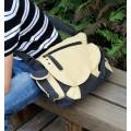 กระเป๋าแฟชั่น MMG สีดำ แฟชั่นกระเป๋าผู้ชาย ใบกลาง หนัง PU เนื้อนิ่ม Classic Design เรียบเท่ 004139