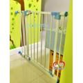 รั้วกั้นประตูและบันได Metal Gateป้องกันสุนัขเข้าออกทำจากเหล็กไม่ต้องเจาะ สูง28.5นิ้ว กว้าง 28-32นิ้ว