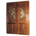 ประตูไม้สัก วงล้อหงส์คู่มังกร