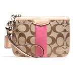 กระเป๋าคล้องมือ COACH SIGNATURE SMALL WRISTLET KHAKI PINK F51106
