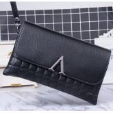 กระเป๋าถือVคลัทช์ สีดำ