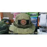 หมวกปีกสีเขียวถักเชือกพาราคอสต์ ติดอาร์มหน่วยบัญชาการนาวิกโยธิน