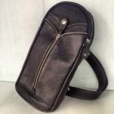 กระเป๋าเป้สะพายหน้าอกหนังแท้สีดำช่องซิปกลางใส่ipad-miniได้