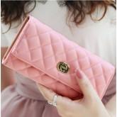 กระเป๋าสตางค์ YADAS สีชมพูหวานๆ มีช่องใส่นามบัตรเยอะ ดีไซน์เปิด-ปิด ด้วย กระดุมแป๊ก
