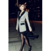 เสื้อสูทแฟชั่นคอปก สีเทา แขนยาว ตัวยาว ออกแบบที่ปกเสื้อและฝาปิดกระเป๋าเป็นสีดำ เก๋ๆ ใส่ทำงานได้ [MK-