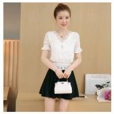 เสื้อแฟชั่นเกาหลี ผ้าลูกไม้ คอวี สม๊อคเอว จี้รูปหัวใจ สีขาว 7033