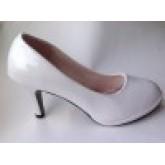 รองเท้าหนังแก้วคัชชูสีขาวหัวกลมเสริมหน้า สูง3 นื้ว ไม่มีลวดลาย