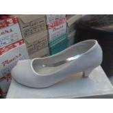 รองเท้าหนังแก้ว สีขาว สูง2นิ้ว ไม่มีลาย หัวกลม