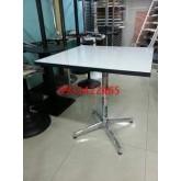 โต๊ะคาเฟ่สี่เหลี่ยม หน้าโฟเมก้าขาว (เหล็กเสา 2นิ้ว) kkw2-5