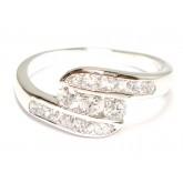 แหวนผู้หญิงหุ้มทองคำขาวแท้หน้าแหวนฝังเพชรแนวเฉียง 3 เม็ดก้านไขว้บนล่างสอดเพชร