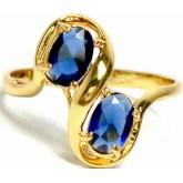 แหวนหุ้มทองคำแท้ก้านอิตาลีไขว้บนล่างทแยง ฝังอัญมณีน้ำเงินหรือไพลินทรงรี 2 เม็ด