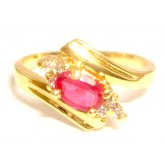 แหวนผู้หญิงก้านไขว้ประดับทับทิมหุ้มทองคำแท้และล้อมอัญมณีด้วยเพชร CZ 6 เม็ด