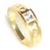 แหวนเพชรเหลี่ยมกลาง ประดับข้างที่บ่าแหวนเม็ดกลม ฝังเพชรแบบสอดเพชรด้วยเพชร CZ