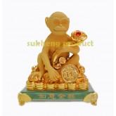 ลิงวอกทองมงคล ถือคฑายู่อี่นั่งบนกองเงินทอง  ขนาด 5 นิ้ว