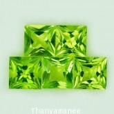 พลอย เพอริดอท  3.24  กะรัต  จำนวน 5 เม็ด  สีเขียว