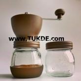 เครื่องบด กาแฟ มือหมุน รุ่น CBG155-A สีน้ำตาล แถมฟรี โหลเก็บกาแฟพร้อมฝาปิด เครื่องบดกาแฟมือหมุน