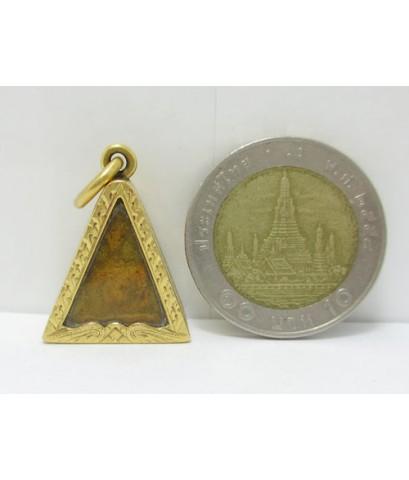 พระสมเด็จนางพญา เนื้อดิน เลี่ยมทอง ฉลุลาย นน. 8.34 g