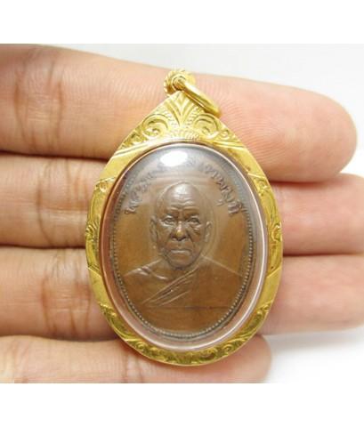 เหรียญ พระมงคลเทพมุนี หลวงพ่อสด วัดปากน้ำ ภาษีเจริญ ธนบุรี เนื้อทองแดง เลี่ยมทอง90 นน. 11.58 g