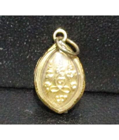 ล็อกเก็ต หลวงปู่แหวน สุจิณโณ วัดดอยแม่ปั๋ง หลังยันต์ เลี่ยมทองเก่า นน. 0.95 g