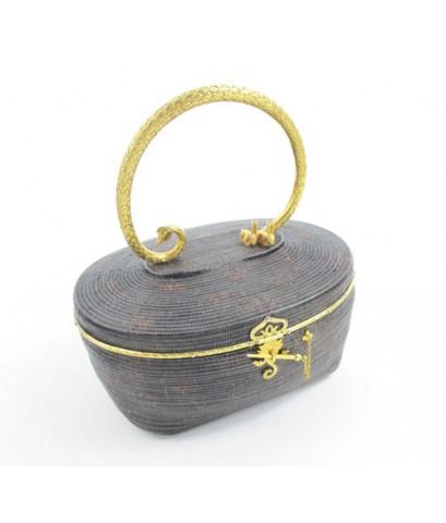 รหัสสินค้า: 50717 กระเป๋าสานลิเภา ขอบทอง หูแกะลาย พญานาค กระต่ายคู่ บุผ้าไหม  นน. 310.00 g