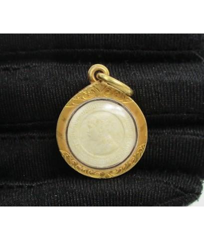 เหรียญ รัชกาลที่5 หลังยันต์ เจ้าคุณฟู วัดเวฬุราชิน เนื้อผง เลี่ยมทองเก่า นน. 4.97 g