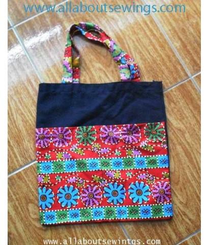 กระเป๋าสะพาย ผ้าตัดต่อลายไทย