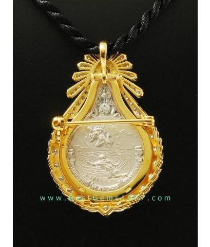 M704-1224 เหรียญเงินพระมหาชนกพิมพ์เล็ก พร้อมตลับทองแบบเข็มกลัด ฝังเพชร