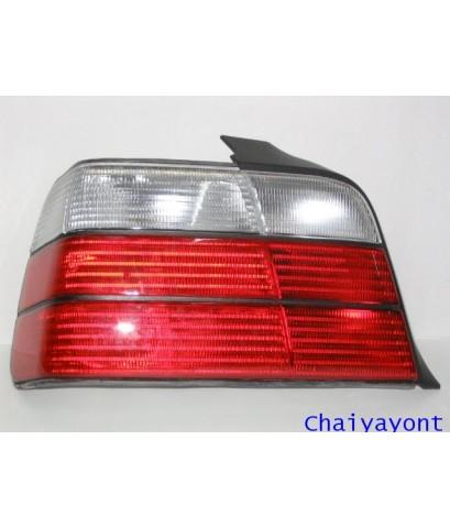 ไฟท้ายซ้ายชุดแต่งสีขาว-แดง รุ่นตราเพชร สำหรับรถ BMW E36 318i 325i Series 3
