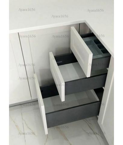 ชุดครัว Built-in ตู้ล่าง โครงซีเมนต์บอร์ด หน้าบาน Hi Gloss สี Old School White ขาวด้าน ยกขอบ