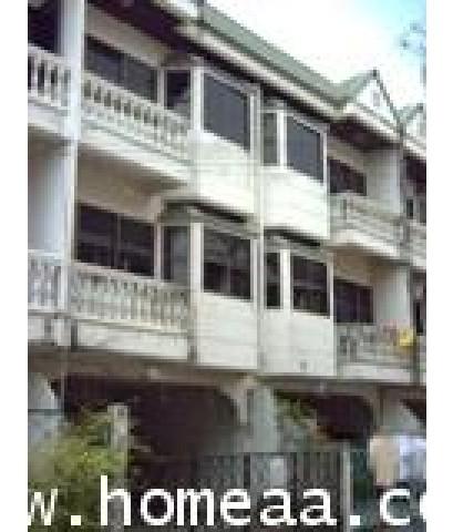 ทาวน์เฮ้าส์ 3 ชั้น หมู่บ้านจริงใจวิลเลจ ซ.เรวดี เนื้อที่ 24 ตร.วา สภาพพร้อมอยู่