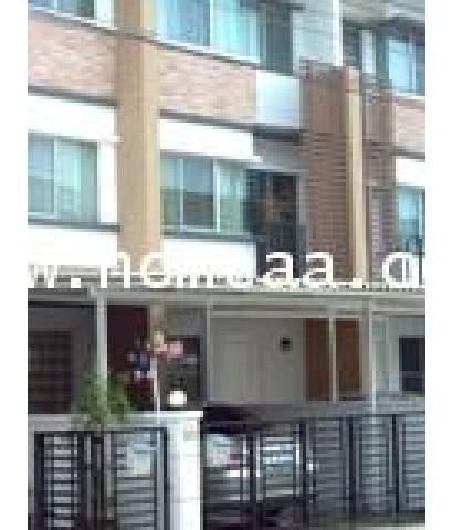 ทาวน์เฮ้าส์ 3 ชั้น หมู่บ้านทาวน์พลัส พระราม9 ถ.กรุงเทพกรีฑา เนื้อที่ 23.20 ตร.วา สภาพพร้อมอยู่