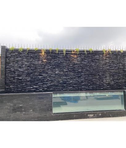 ม่านน้ำหินจิ๊กซอลยาว 12 เมตร สูง 3 เมตร
