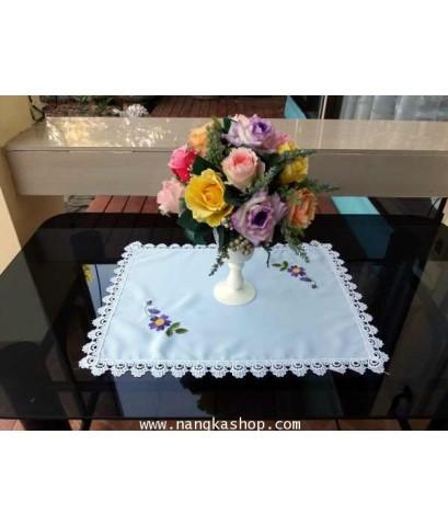 ผ้ารองแจกันสี่เหลี่ยมปักลายดอก