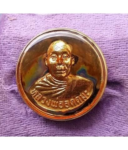 เข็มกลัดกระไหล่ทองลงยา หลวงพ่ออุตตมะ วัดวังวิเวการาม หลังมีเจดีย์ 3 องค์  จ.กาญจนบุรี สภาพสวย