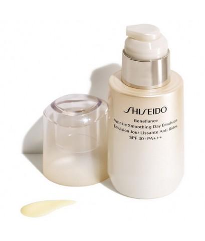 Pre-order : -30 Shiseido Benefiance Wrinkle Smoothing Day Emulsion SPF30 PA+++ 75ml.