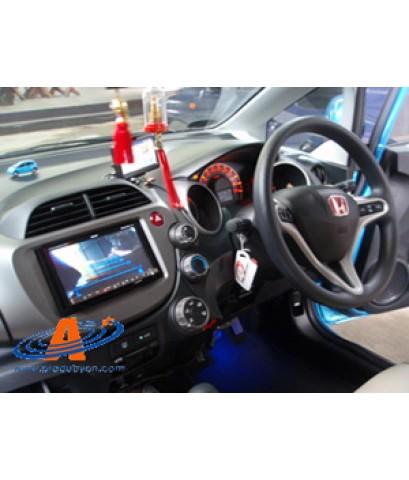 Honda Jazz 2009 มาติดกล้องมองหลัง เข้ากับจอ Pioneer