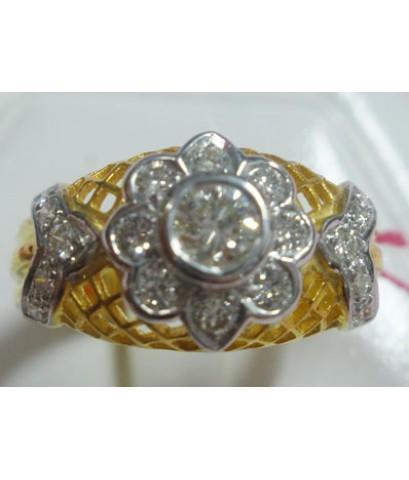 (ขายแล้ว)b99428 แหวนดอกไม้ฉลุลาย เพชรเกสร  0.64  กะรัต