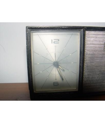 วิทยุนาฬิกาปลุกโบราณ STANDARD ระบบไขลาน ใช้งานได้ปกติ