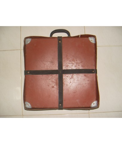 กระเป๋าใส่ฟิล์มหนัง 16 มม. ยุคเก่า