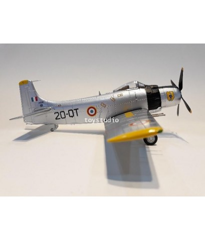 HOBBY MASTER 1:72 AD-4 Skyraiders FC2/20 Ouarseenis HA2916