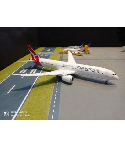 G2983F 1:200 Qantas 787-9 VH-ZNK FD [Width 30 Length 31 Height 8 cms.]